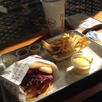 Foto tomada en Burger 54 por  N. el 9/26/2015