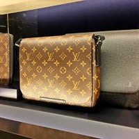 Foto tirada no(a) Louis Vuitton por Budianto R. em 6/12/2016