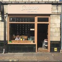 Foto tirada no(a) Cinnamon Coffee Shop por Vivien N. em 5/6/2018