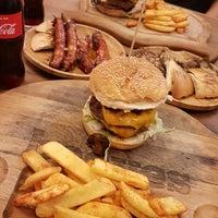 Foto tirada no(a) Beeves Burger & Steak house por Ceylan Betül D. em 11/6/2018