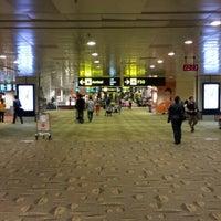 Снимок сделан в Terminal 2 пользователем Koh C. 6/14/2013