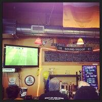 Das Foto wurde bei The BeerMongers von Shannon F. am 6/9/2013 aufgenommen