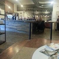 Foto tomada en Mission Coffee Co. por Chuck P. el 12/8/2012