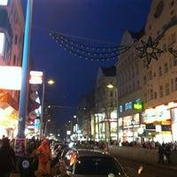 รูปภาพถ่ายที่ Mariahilfer Straße โดย Bálint K. เมื่อ 11/24/2012