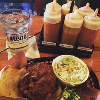 Foto tomada en Meat. Southern B.B.Q. & Carnivore Cuisine por Quinn M. el 8/9/2015