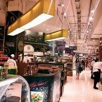 Das Foto wurde bei Gourmet Market von Sungkuk J. am 4/15/2013 aufgenommen
