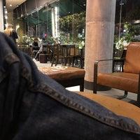 Снимок сделан в Starbucks пользователем Pedro S. 10/5/2018