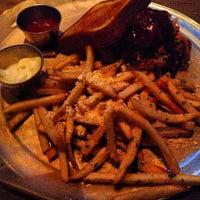 Foto tomada en Henry's Midtown Tavern por Quinton C. el 7/19/2013