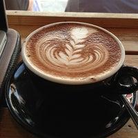 7/15/2013 tarihinde Selina S.ziyaretçi tarafından Kaffeine'de çekilen fotoğraf