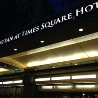 รูปภาพถ่ายที่ The Manhattan at Times Square Hotel โดย Mark L. เมื่อ 4/17/2013