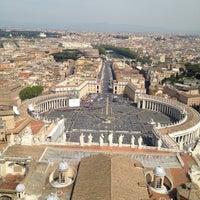 Foto diambil di Piazza San Pietro oleh Filipe C. pada 4/24/2013