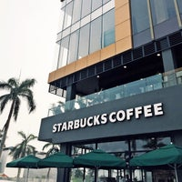 Das Foto wurde bei Starbucks von Yofie S. am 9/14/2015 aufgenommen