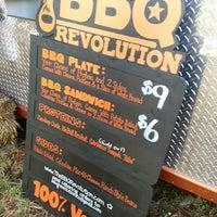 รูปภาพถ่ายที่ BBQ Revolution โดย Rachel M. เมื่อ 7/4/2014