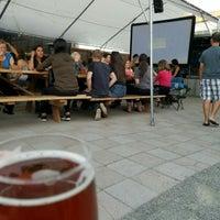 รูปภาพถ่ายที่ Peddler Brewing Company โดย Alan เมื่อ 8/25/2016
