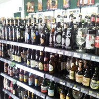 Foto diambil di Mamãe Bebidas oleh Elias S. pada 10/6/2012