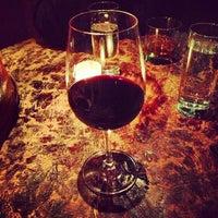 Foto tirada no(a) Poco Wine + Spirits por Uber S. em 10/5/2012