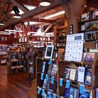 Foto scattata a Elliott Bay Book Company da Mackenzie C. il 7/5/2013