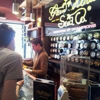 Foto tirada no(a) Green House Coffeeshop por Marina P. em 6/17/2013