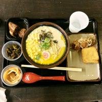 4/4/2013 tarihinde The Very Hungry Katerpillaziyaretçi tarafından Tenkomori Ramen House (てんこもりラーメン)'de çekilen fotoğraf
