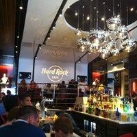 5/4/2013 tarihinde Rita K.ziyaretçi tarafından Hard Rock Cafe Barcelona'de çekilen fotoğraf