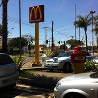 Foto tomada en McDonald's por Daniel D. el 9/28/2012