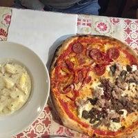 Foto tomada en Pizzeria Al Gambero por Martha P el 3/19/2016