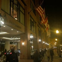 Foto scattata a Four Seasons Hotel Boston da Andrew B. il 11/30/2012