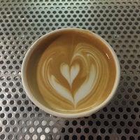 Foto diambil di Voyager Espresso oleh Lauren pada 4/5/2016