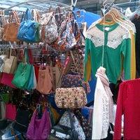 Foto tirada no(a) Old Spitalfields Market por Megan N. em 6/30/2013