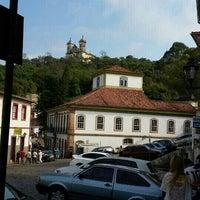 Das Foto wurde bei Centro Histórico de Ouro Preto von Vicente C. am 9/6/2015 aufgenommen
