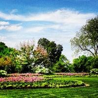 4/22/2013 tarihinde Kimberlee C.ziyaretçi tarafından Dallas Arboretum and Botanical Garden'de çekilen fotoğraf
