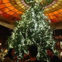 Das Foto wurde bei Hotel Vier Jahreszeiten Kempinski von Rashid A. am 12/4/2012 aufgenommen