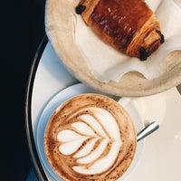 8/24/2017 tarihinde Anna Y.ziyaretçi tarafından Rosallie French Cafe'de çekilen fotoğraf