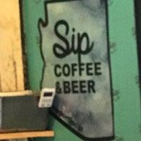 Das Foto wurde bei Sip Coffee & Beer House von Joey M. am 1/3/2021 aufgenommen