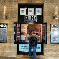 Das Foto wurde bei KIOSK von Bella Y. am 11/21/2018 aufgenommen