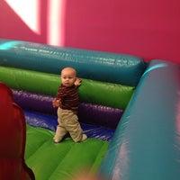 Foto diambil di Slinkee's Jax oleh Deborah S. pada 11/3/2013