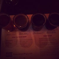 Photo prise au Goose Island Brewpub par Ryan H. le2/10/2013