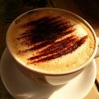 Foto tirada no(a) Cinnamon Coffee Shop por Stavroula K. em 5/18/2013