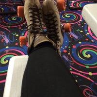รูปภาพถ่ายที่ Skateville Family Rollerskating Center โดย Dana R. เมื่อ 3/19/2014