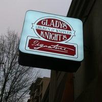 Photo prise au Gladys Knight's Signature Chicken & Waffles par Debbie le1/5/2013