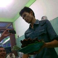 Foto tirada no(a) Sate Bahagia Indah por Anindita C. em 12/12/2012