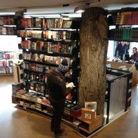 3/24/2013 tarihinde Claudia F.ziyaretçi tarafından The American Book Center'de çekilen fotoğraf