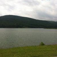 Das Foto wurde bei Lake Fort Smith State Park von Jason L. am 5/27/2013 aufgenommen