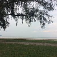 รูปภาพถ่ายที่ Pantai Mersing โดย Nur Khalilah I. เมื่อ 7/14/2017