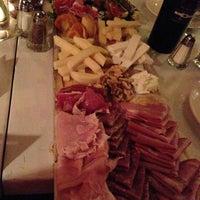 รูปภาพถ่ายที่ 180 Neapolitan Eatery โดย Jany W. เมื่อ 5/5/2013