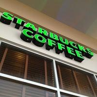 Das Foto wurde bei Starbucks von Oscar R. am 9/11/2013 aufgenommen