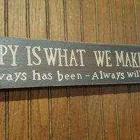 Das Foto wurde bei Our Place Restaurant von Michelle R. am 4/23/2016 aufgenommen