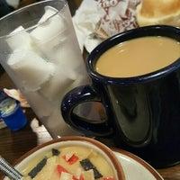 Das Foto wurde bei Our Place Restaurant von Michelle R. am 5/13/2016 aufgenommen