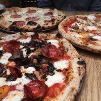 Das Foto wurde bei Roberta's Pizza von Gabe B. am 4/19/2015 aufgenommen
