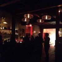 รูปภาพถ่ายที่ Black Bear Bar โดย Sezin S. เมื่อ 1/1/2014